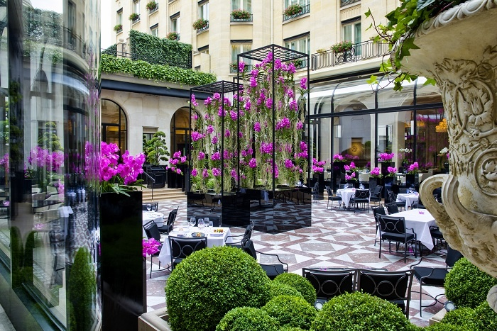 L'Orangerie_-_Four_Seasons_Hotel_George_V-700x467